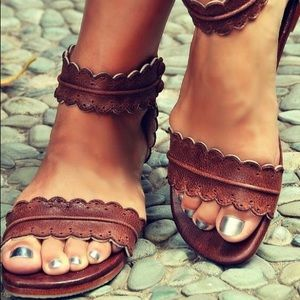 🥨 Scallop Brown Sandals 🥨